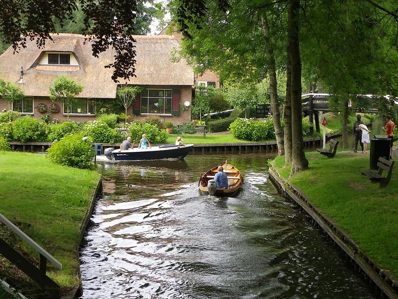 Giethoorn-Dutch Venice-Venice of Netherlands-canals