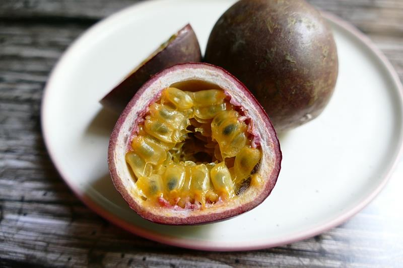Passion Fruit-Passiflora edulis-Marakuja, exotic fruit